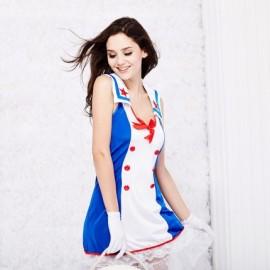 立体海军帽,前片双排红色纽扣设计,展现迷人身材,裙摆蕾丝花边,让诱惑升级到极致!